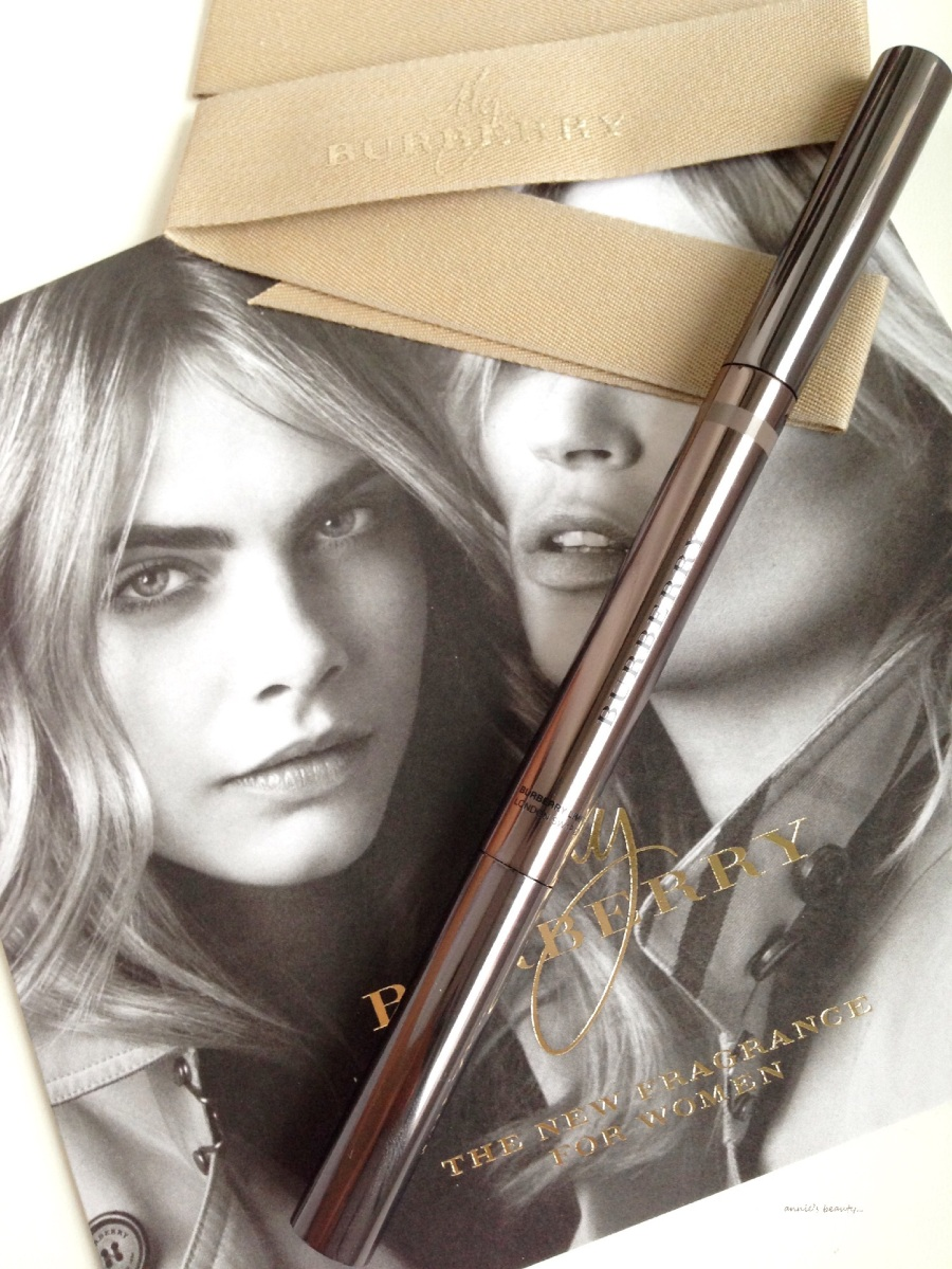 BURBERRY's first eyebrow pencil - the EFFORTLESS EYEBROW DEFINER