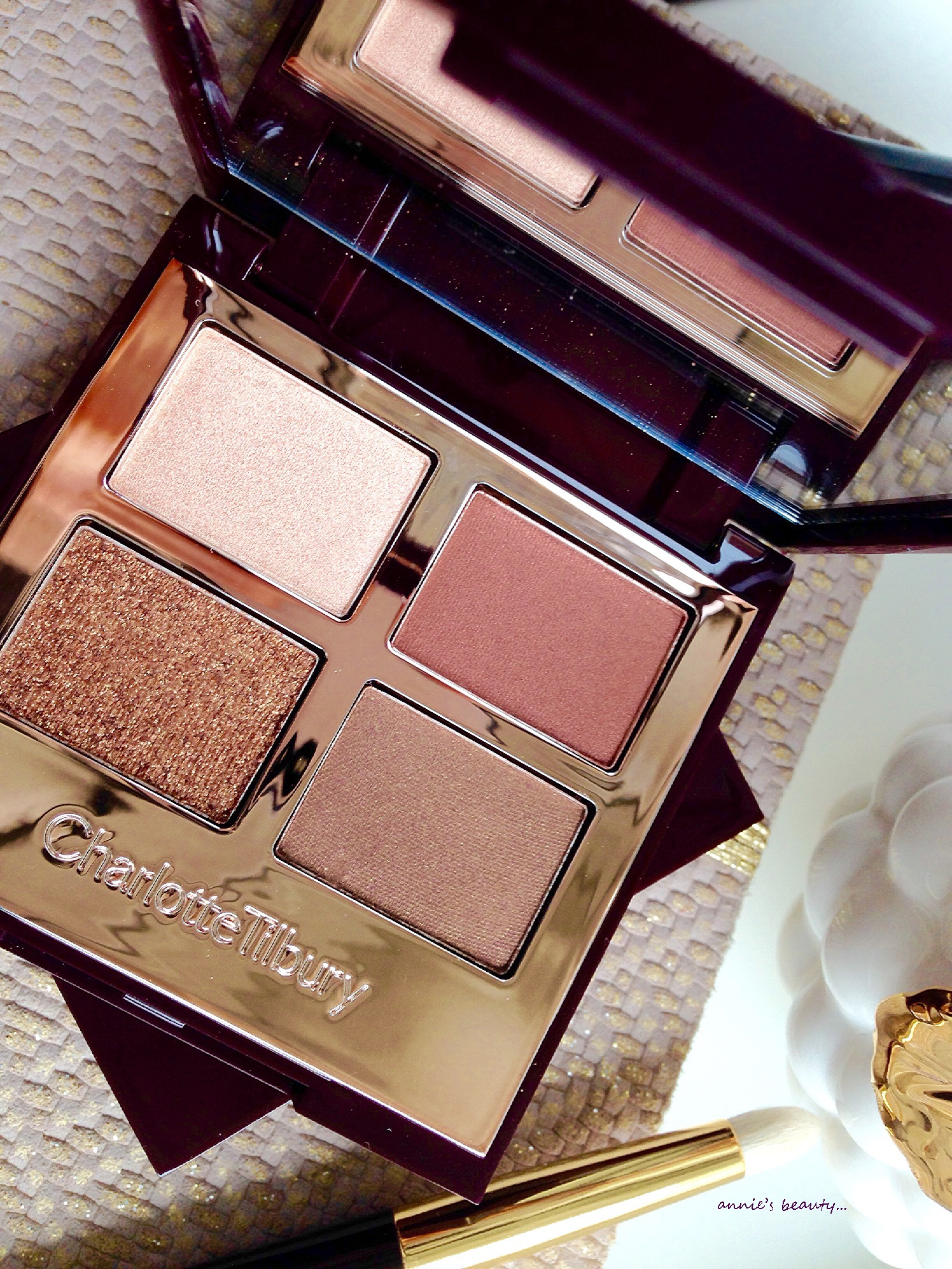 Charlotte Tilburys Makeup For Vamps The Vintage Vamp Eyeshadow