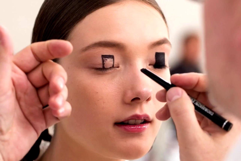 Kabuki And Manga Inspired Graphic Makeup For The Esprit Dior Tokio - Kabuki-makeup