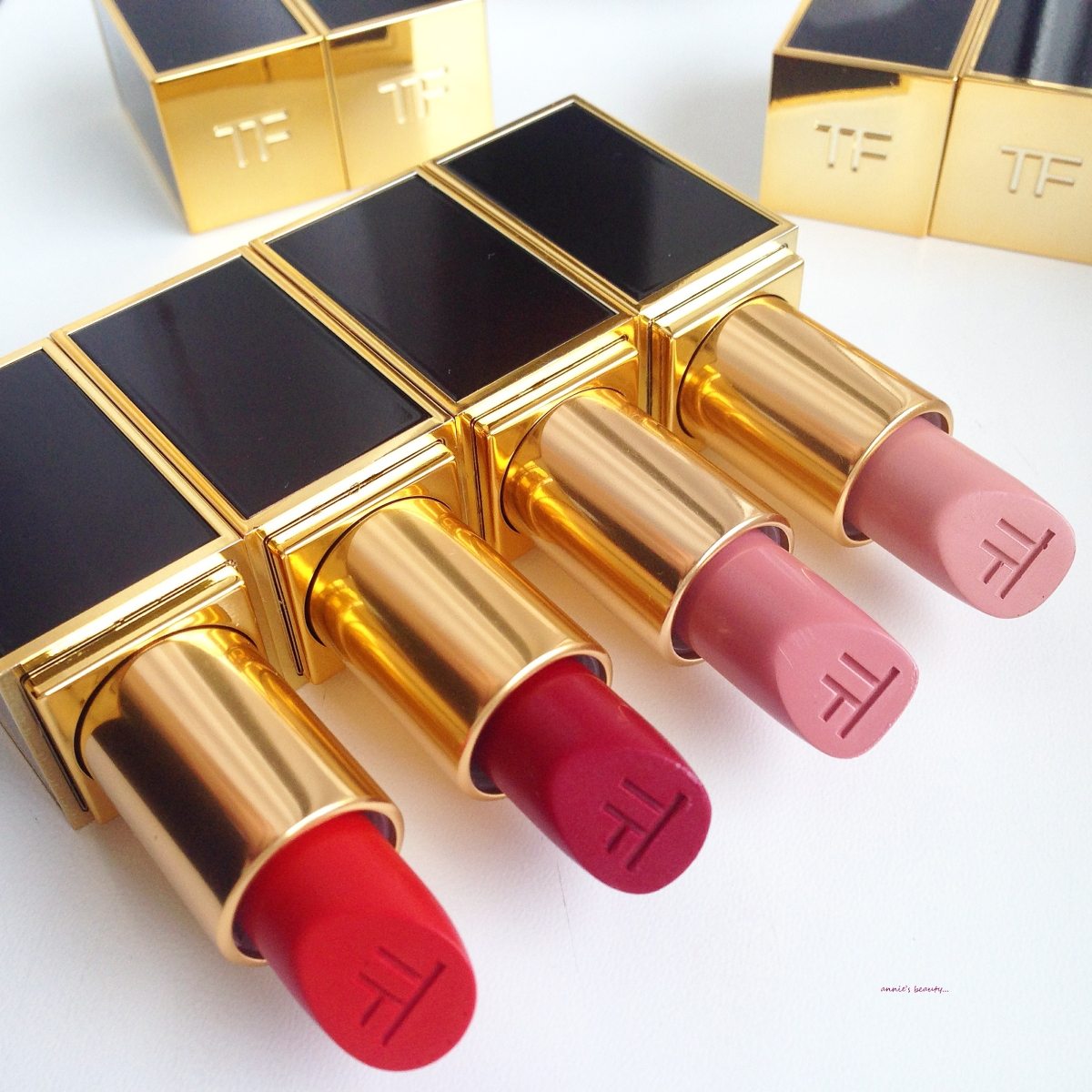 TOM FORD Lipstick #11 CRIMSON NOIR - A more wearable red for your festive nights!